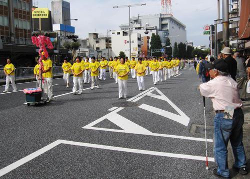 парад, Япония, Фалуньгун, Фалунь Дафа, упражнения